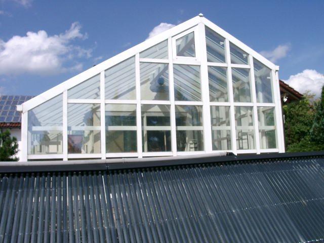 Haus mit 3 alternativen  Energieträgern